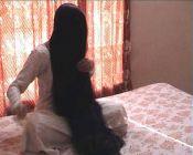 Indky si vlasy olejují pravidelně